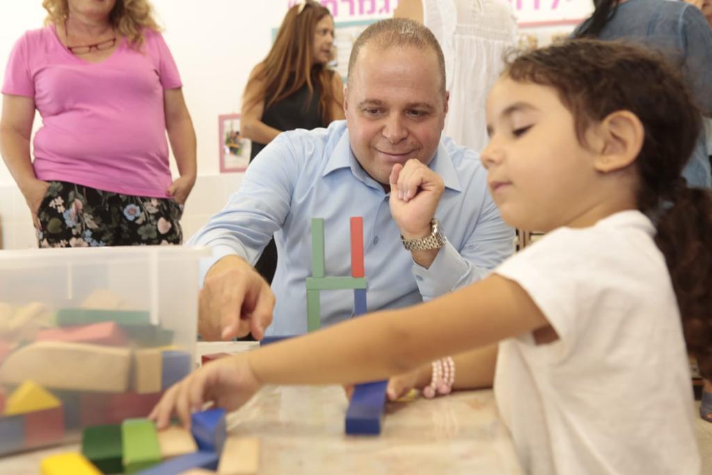 ראש העיר תומר גלאם בביקור בגן ילדים
