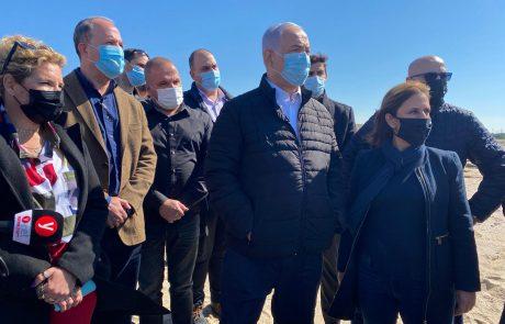 ראש הממשלה, השרה להגנת הסביבה וראש עיריית אשקלון בסיור בחופי העיר לאחר האסון האקולוגי החמור