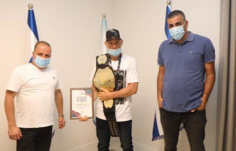 תעודת הוקרה הוענקה לשרון גוריאלשווילי על תרומתו לקידום ענף אמנויות הלחימה באשקלון