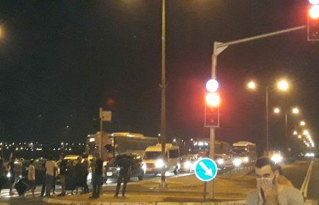 לקראת הסגירה הצפויה הלילה: הפגנה כעת בצומת ניצן